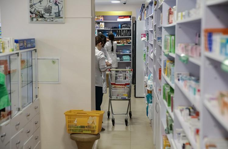 «Горячая линия» по вопросам покупки защитных масок работает в Приморье