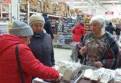 Во время самоизоляции одиноким пожилым людям помогают волонтёры
