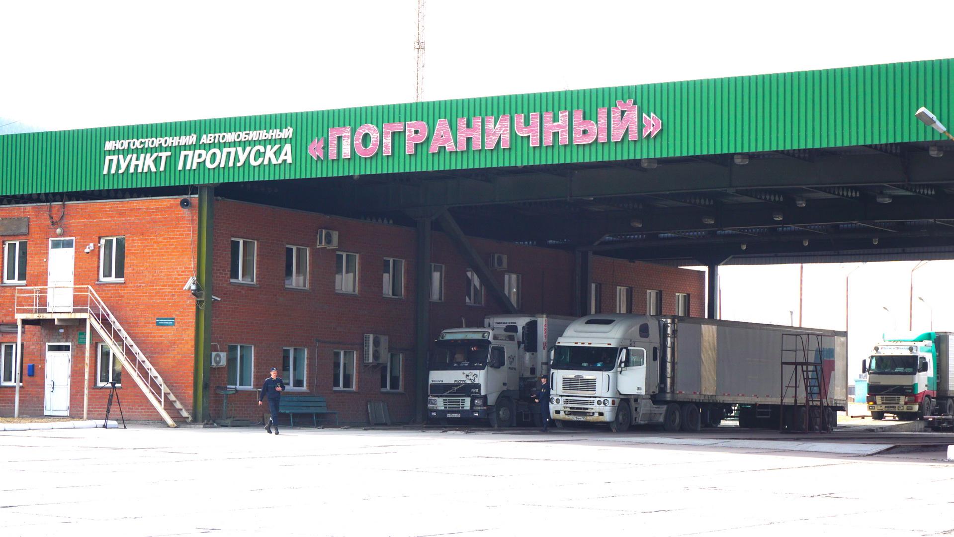 Новый режим движения большегрузов через границу с Китаем установлен в Приморье