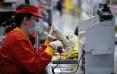 Минпромторг: магазины вправе не обслуживать на кассе покупателя без маски