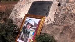 Служившему в Приморье герою РФ Роману Филипову поставили в Сирии памятный знак