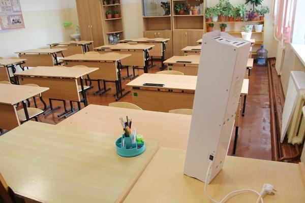 Отдельные классы в школах Артёма переведены на дистанционное обучение
