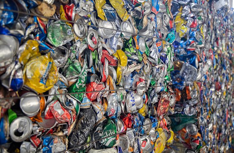 Специальную машину для вывоза раздельных отходов приобрели в Приморье
