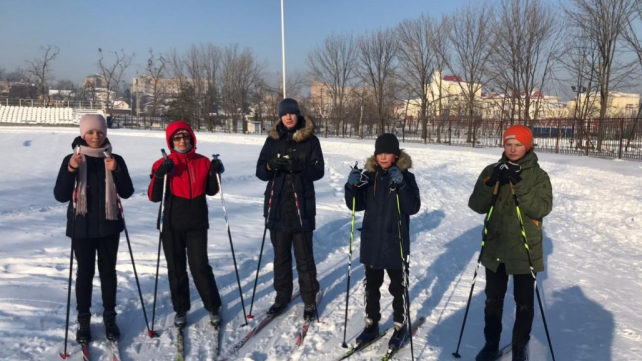 Более 200 человек воспользовались бесплатным прокатом беговых лыж на территории стадиона «Угольщик»