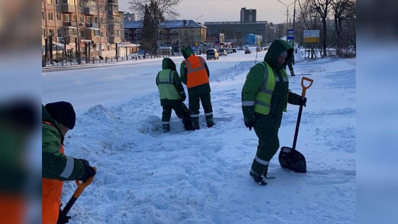 Дороги округа продолжают очищать от последствий снегопада